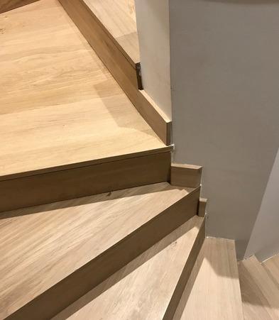 Habillage bois sur escalier béton