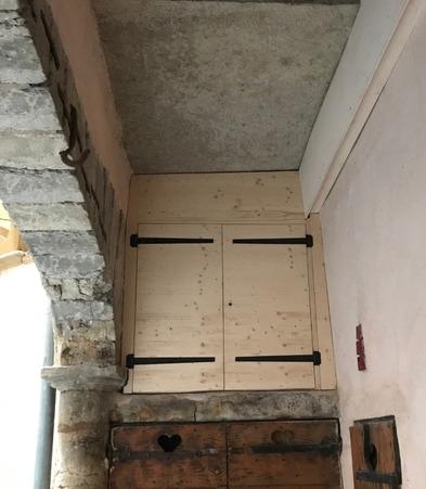 Fermeture accès grenier par porte bois