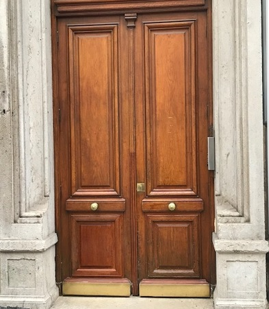 Réparation bas de porte bois massif